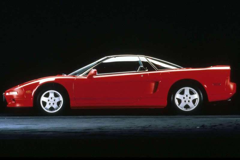 1989年發表的Honda NSX,上市後就一賣就賣到2006年...