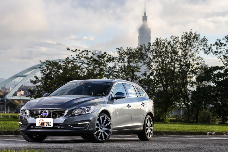 Volvo推出V60 D3車型,定位為車系最入門車款,試駕車型為安全旗艦型,售價自新台幣174萬起。