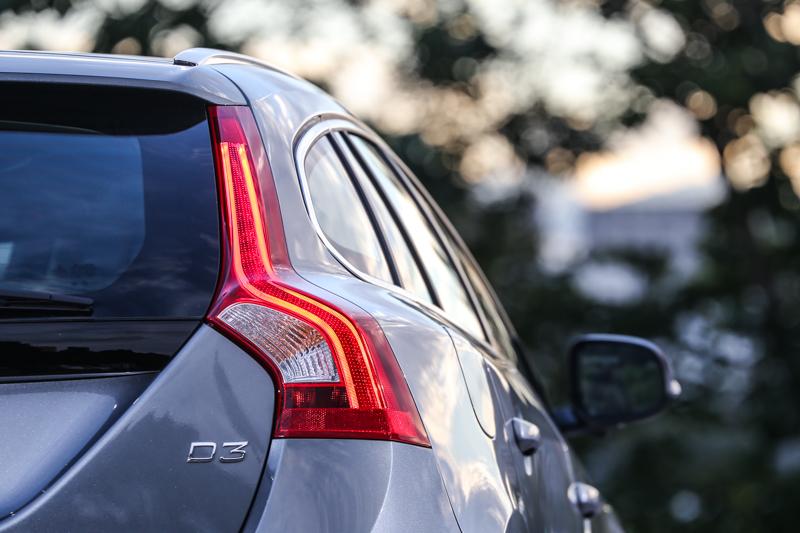 V60 D3提供安全運動版與安全旗艦版,售價分別為新台幣159萬與174萬,若搭配年終優惠價,更可下殺135萬與150萬。