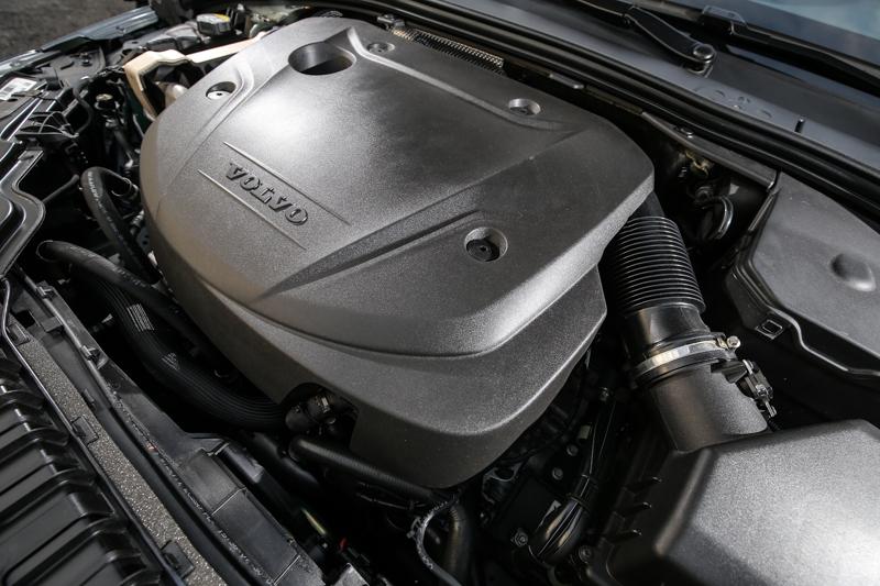 V60 D3搭載著與D4相同的動力單元,經過重新調校輸出值降到150hp/32.6kgm。