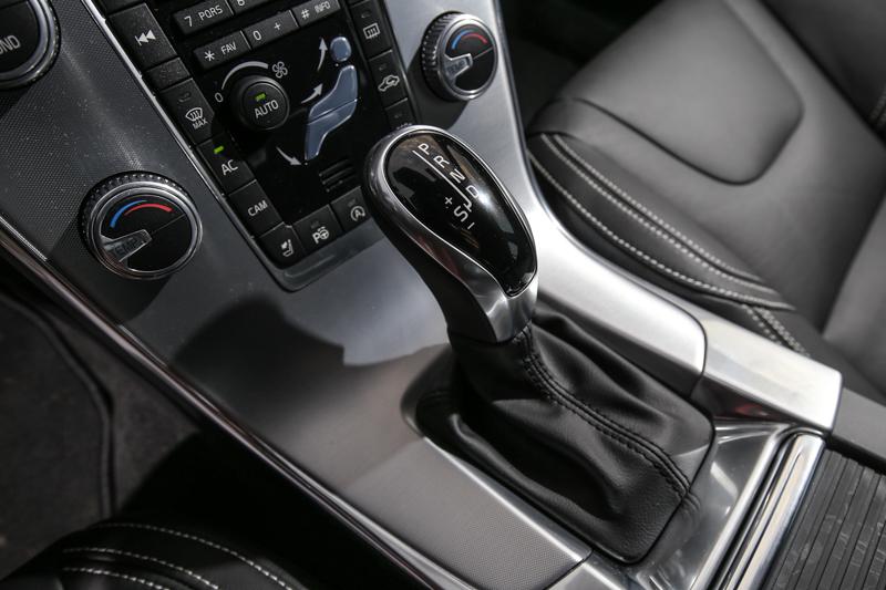 銜接Geartronic 6 速手自排變速系統。