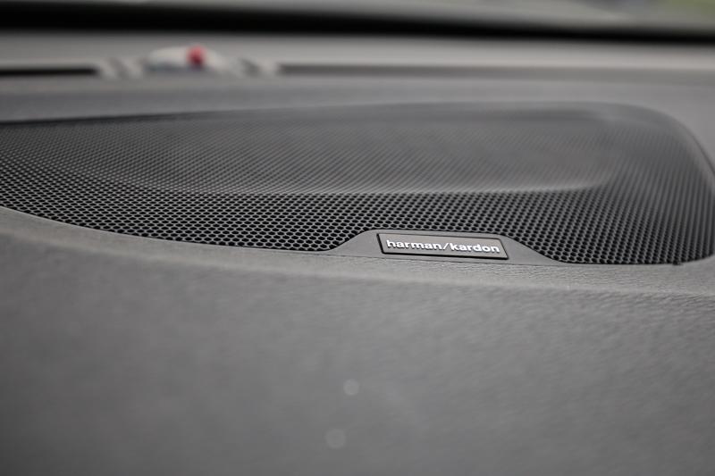 配備多達12支揚聲器的Premium Sound by Harman Kardon頂級視聽音響系統。