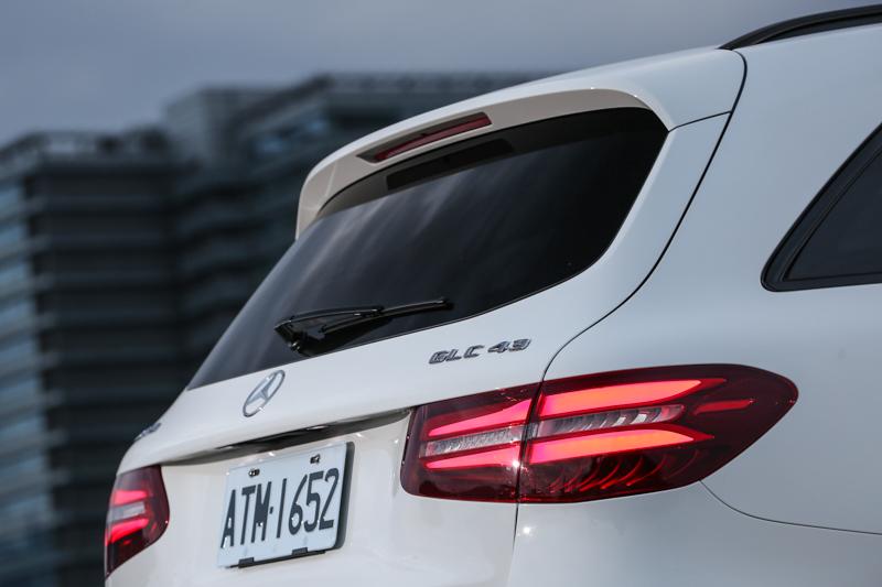 車尾的GLC43字樣低調的說明自身專屬身份。