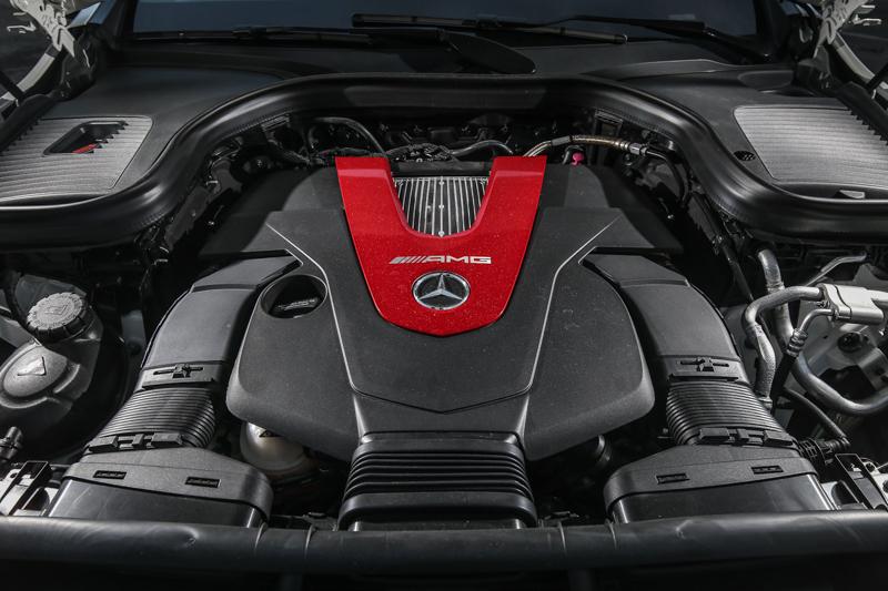 與43家族成員一樣,搭載代號M276 3.0升雙渦輪增壓汽油引擎,具備367hp/520Nm輸出表現。