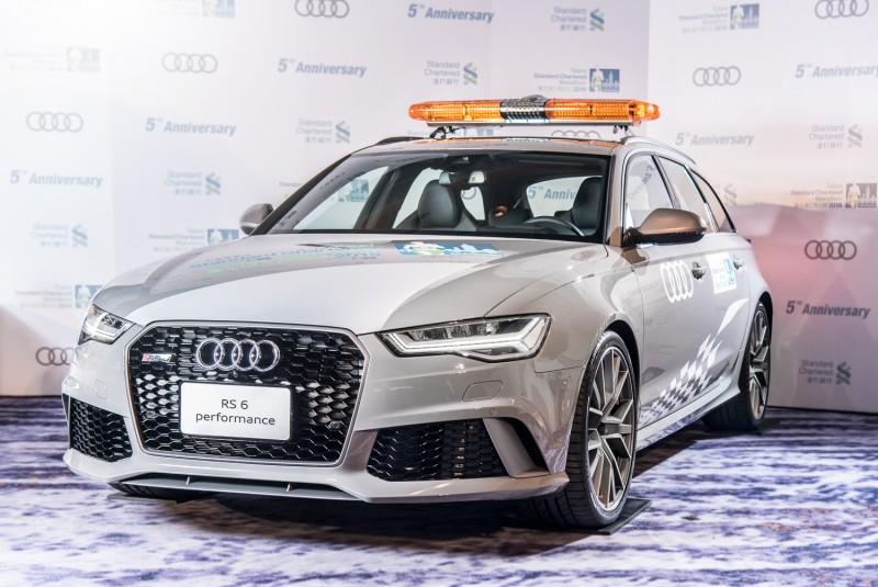 Audi Sport連續兩年贊助臺北渣打公益馬拉松,今年車隊陣容正式曝光,包括以Audi Sport旗下旗艦超跑R8為首,領軍由RS6 Avant、RS 5 Coupé、SQ7以及跨界型格SUV Audi Q2組成的專屬賽事Audi Sport性能車隊,於現場為跑者及陪跑員加油打氣!