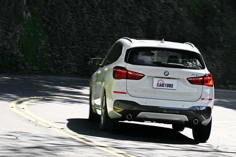 雖然X1實在很強,但終究車高就是高出一截,重心自然更高。