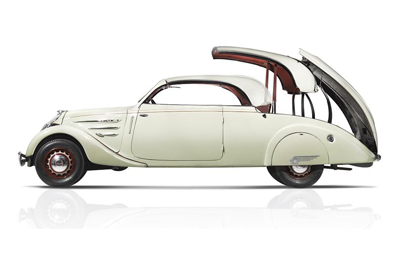1936年的Peugeot 402 Eclipse堪稱硬頂敞篷車濫觴,以現在角度看依舊十足新潮。