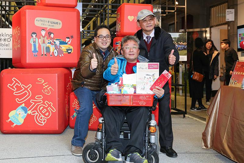 裕隆集團與社企夥伴攜手推出9453友善旅人過好年特別企劃。(右起裕隆汽車總經理姚振祥、新巨輪服務協會理事長陳安宗、众社會企業創辦人林崇偉教授)。