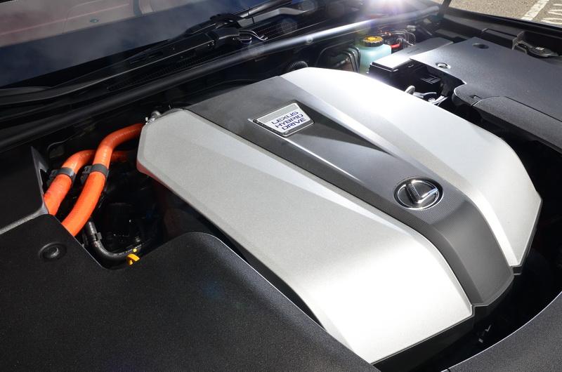 LS 500h配的是3.5升自然進氣引擎搭配CVT變速系統