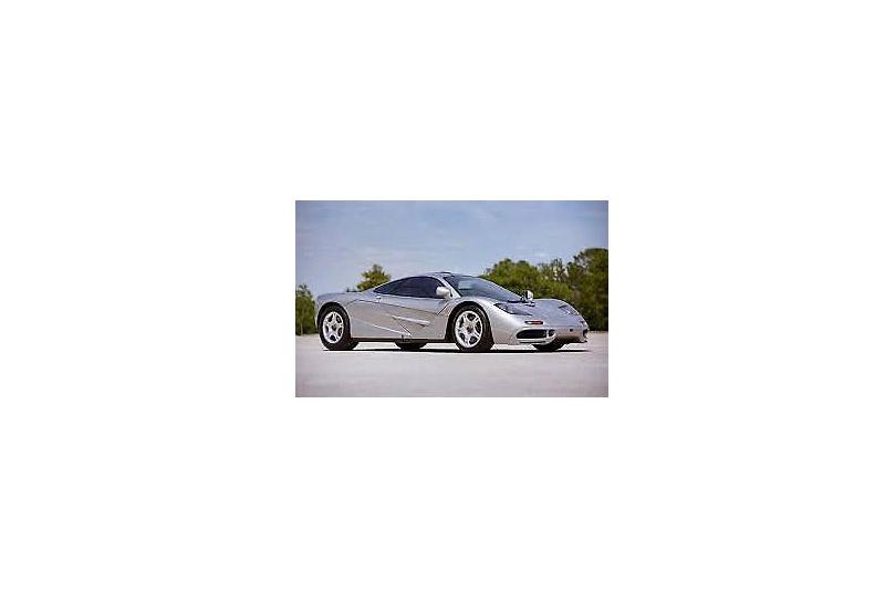 在Mobile.de出現的銀色McLaren F1,賣家提供的照片大小竟然僅238x179px,9kb,真是小到根本無法對車況做基本觀察。