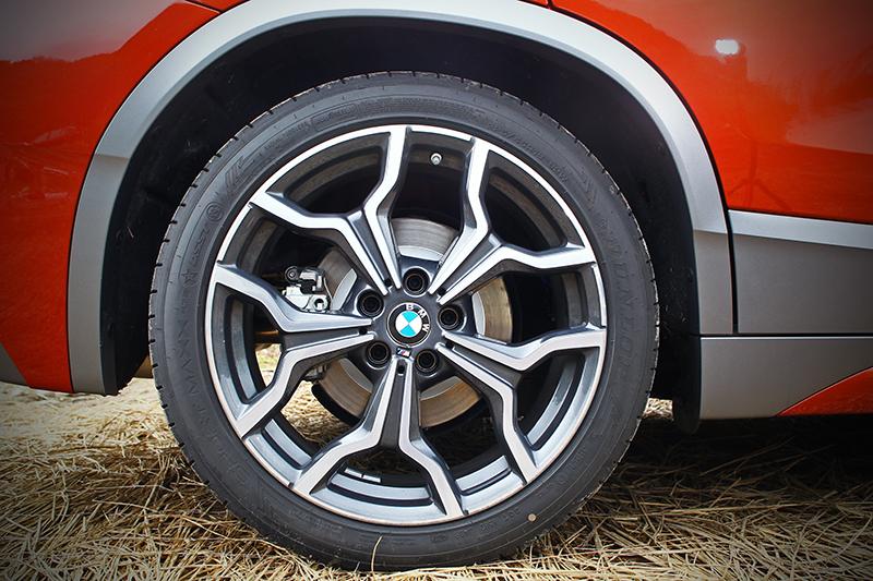 225/45 R19跑胎雖帶來較為直接的行路調性,但看起來卻帥很多。