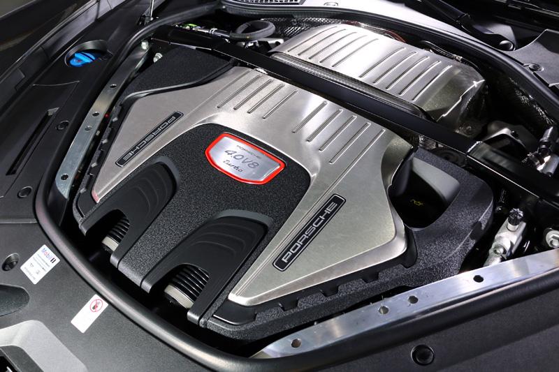 Panamera Turbo Sport Turismo搭載之4.0升雙渦輪增壓V8引擎可輸出550hp最大馬力與770Nm最大扭力。