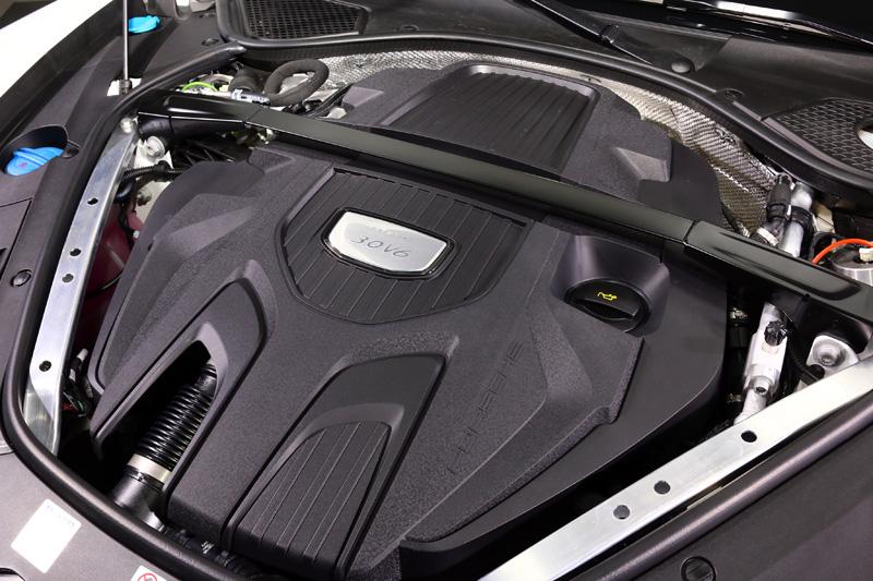 Panamera 4 Sport Turismo搭載3.0升渦輪增壓V6引擎亦有330hp與450Nm之最大輸出數據。