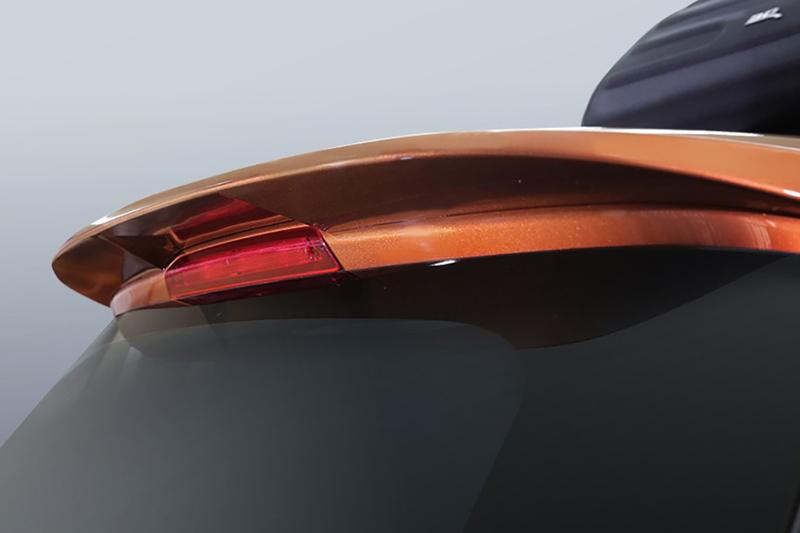 英國原裝ST-LINE尾翼。