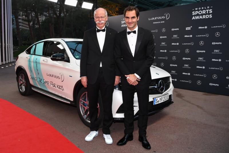 Daimler戴姆勒集團總裁Dieter Zetsche(左)與瑞士網球名將Roger Federer(右)在勞倫斯體育頒獎典禮合影。