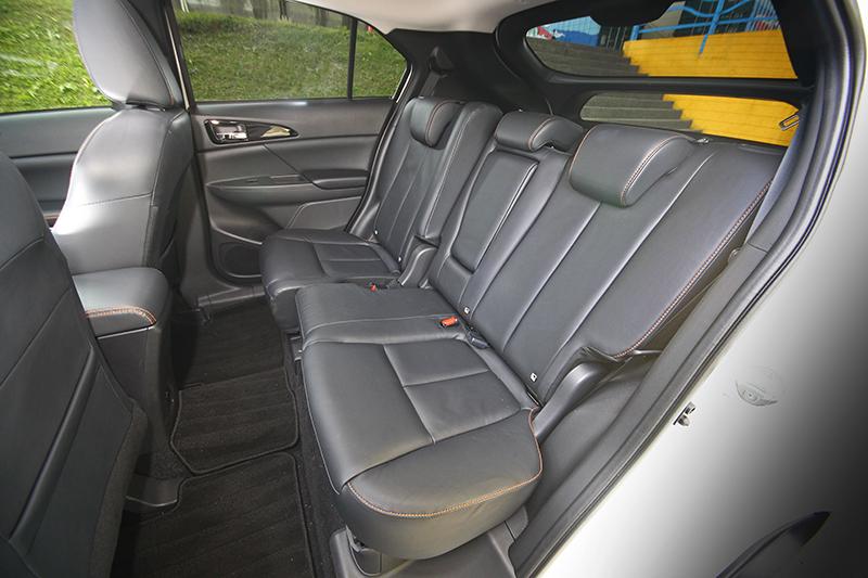 長達2670mm的軸距配上可前後滑移同時椅背傾倒的後座椅,為ECLIPSE CROSS帶來更具彈性的寬裕大空間。