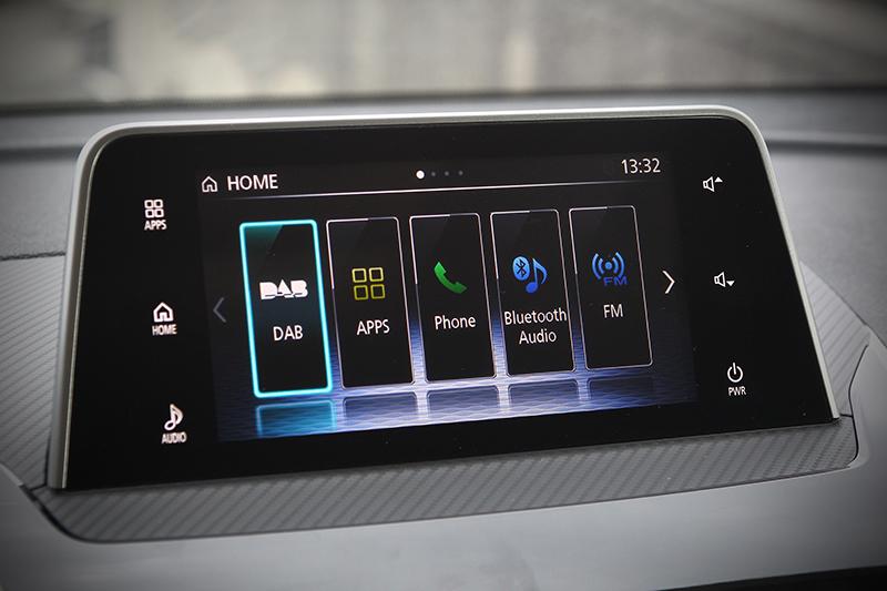 7吋彩色液晶觸控螢幕,可搭配SDA觸控板操作各項功能。
