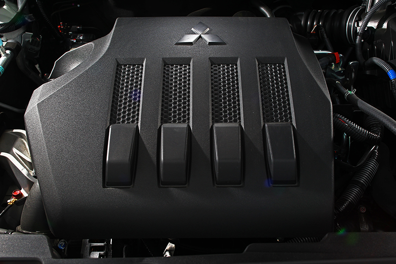 ECLIPSE CROSS搭載一具1.5升的 DOHC MIVEC 缸內直噴渦輪引擎,二輪驅動車款可擁有平均14.6km/L的亮眼油耗表現。