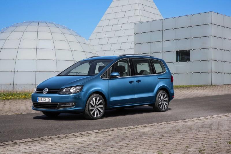 現購Sharan車款,除享多元購車方案,零利率貸款專案另享新車首年保險輔助每車最高達30,000元。