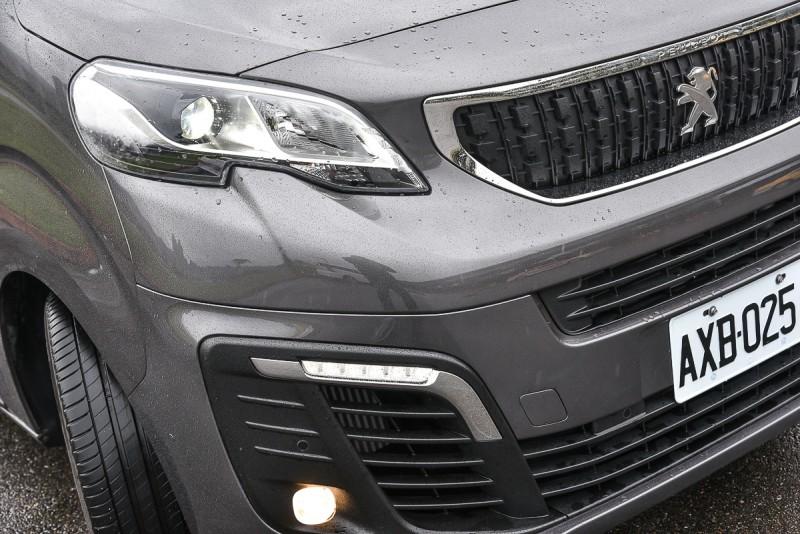 車頭繼承了近期Peugeot SUV車款造型概念