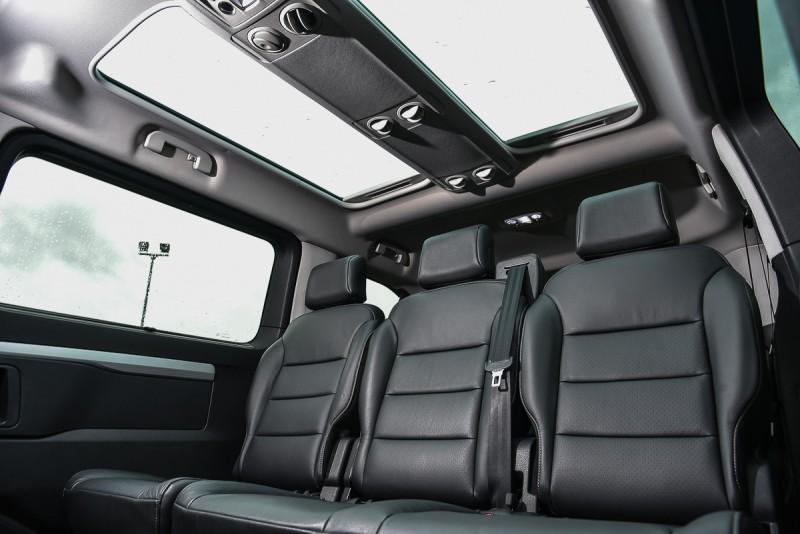 獨特的長方型雙天窗無車能比