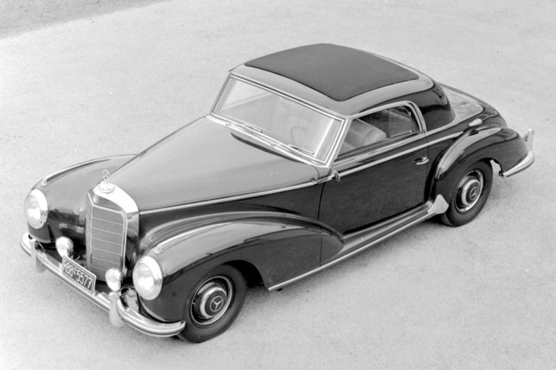 1952年 Mercedes-Benz 豪華雙門轎跑首度冠上「S」之名,以 300 S Coupé 譜出融合風雅紳士與運動美學的全新樂章。