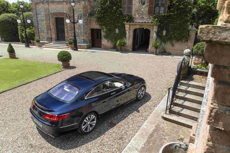 2014年,代號 C217 的 S-Class Coupe 車型正式在台銷售後,以前所未有的實力表現,完美演繹了「性能之巔 絕美之藝」形象。