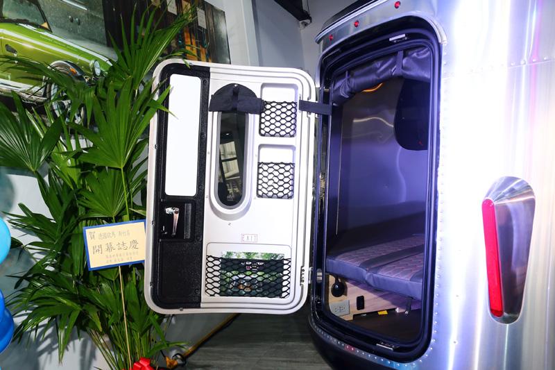 Basecamp有著後車門設計,可向後搭配外帳使用。