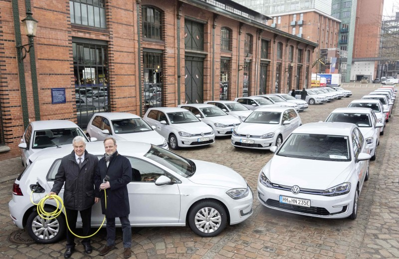 Volkswagen日前交付50輛e-Golf純電能掀背車款予漢堡市民、企業和政府機構部門。