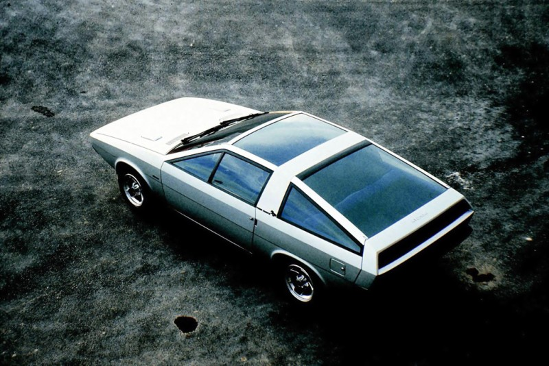 早在1974年便已發表的Pony Coupe Concept,Hyundai說是Le Fil Rouge Concept的啟蒙。