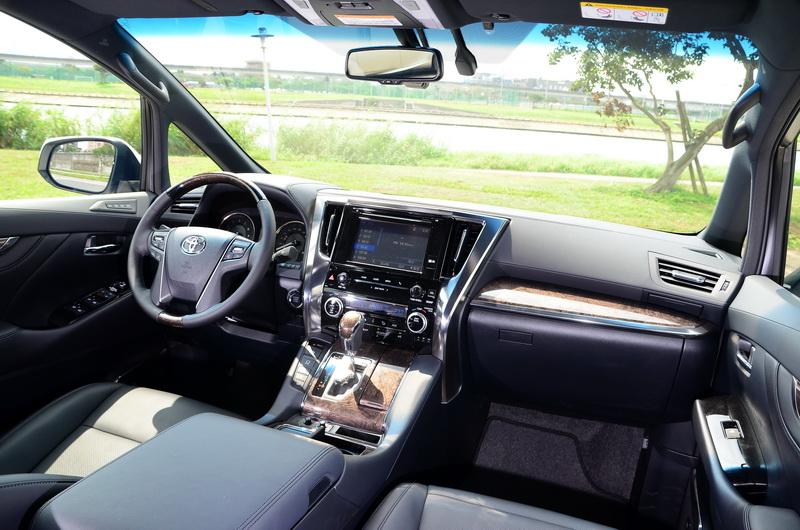 內裝加入新材質與細部微調後讓座艙氛圍的尊榮感又更為加倍