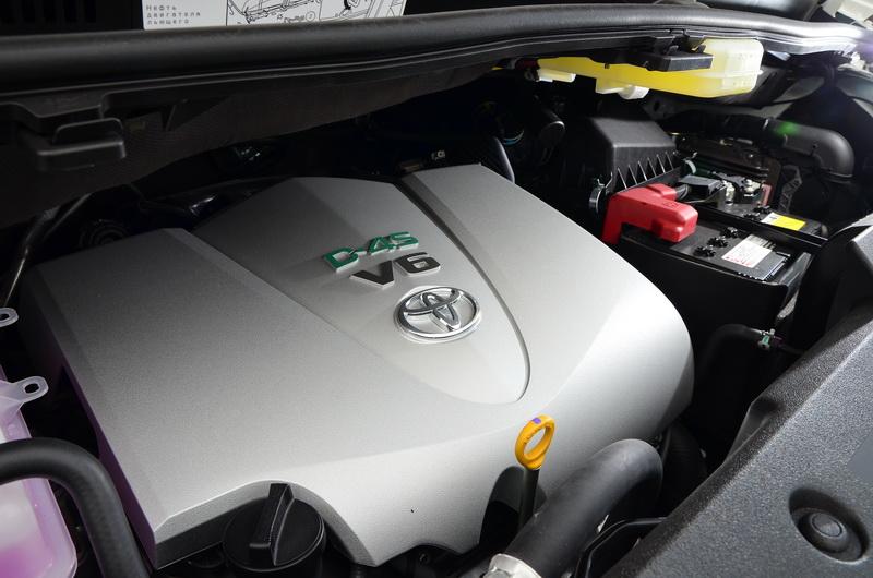 全新3.5升引擎,最大馬力由過去的275匹提升至300匹
