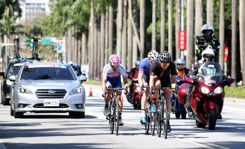 SUBARU台灣意美汽車期盼透過贊助「2018國際自由車環台公路大賽」,鼓勵更多民眾走出戶外,同時推廣全民騎單車或從事其他健康運動的良好風氣,勇敢創造屬於自己的休閒生活。 05+06:3月11日(日)臺北市開幕站舉辦的單車嘉年華系列活動中的SUBARU展區特別規劃了「魅力展車區」,陳列Forester、XV以及OUTBACK等三部主力休旅車款進行展示,完整體現SUBARU汽車所標榜「信賴駕馭 安全