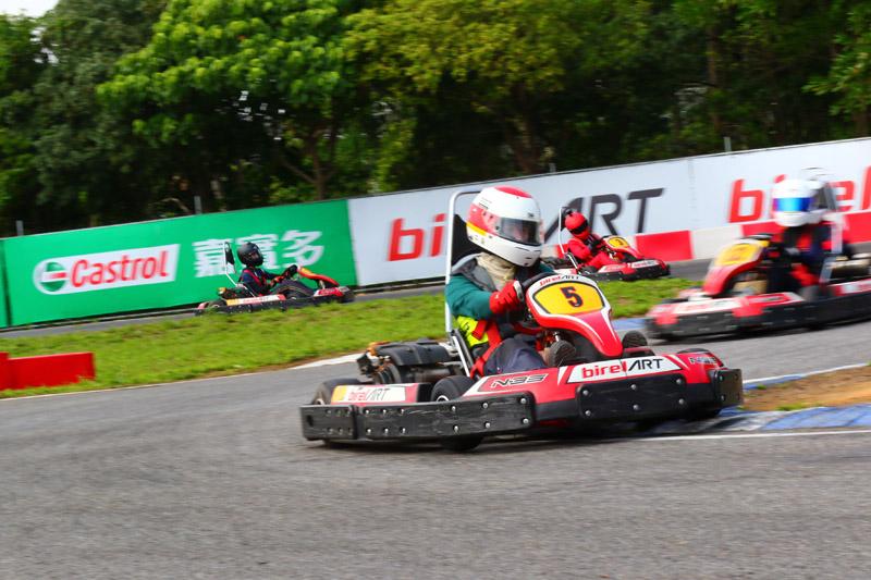 台灣資深車手陳裕益也率領自家的GP格立特車隊成員前來參賽。