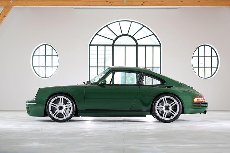 RUF SCR彷彿向911紀念車致敬,也選擇幾乎一樣的綠色塗裝。
