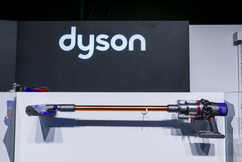 全新Dyson V10數位馬達重量比上一代減半,轉速高達每分鐘125,000轉,內建於最新Dyson Cyclone V10 TM 無線吸塵器,驅動強勁吸力, 延續多功能特色。
