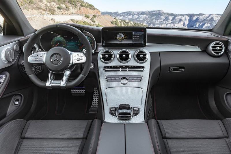 外觀上小改款C-Class Coupe與房車兄弟相同,變動幅度不算太大。