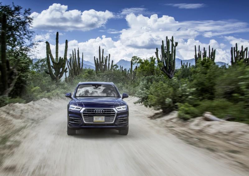 入主Audi  Q5 及Q7的準車主可享有120萬超值0%零利率購車優惠 、 一年乙式保險及五年原廠保固。