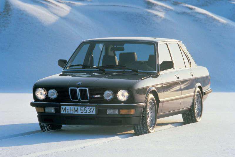第一代E28 M5(1984年)