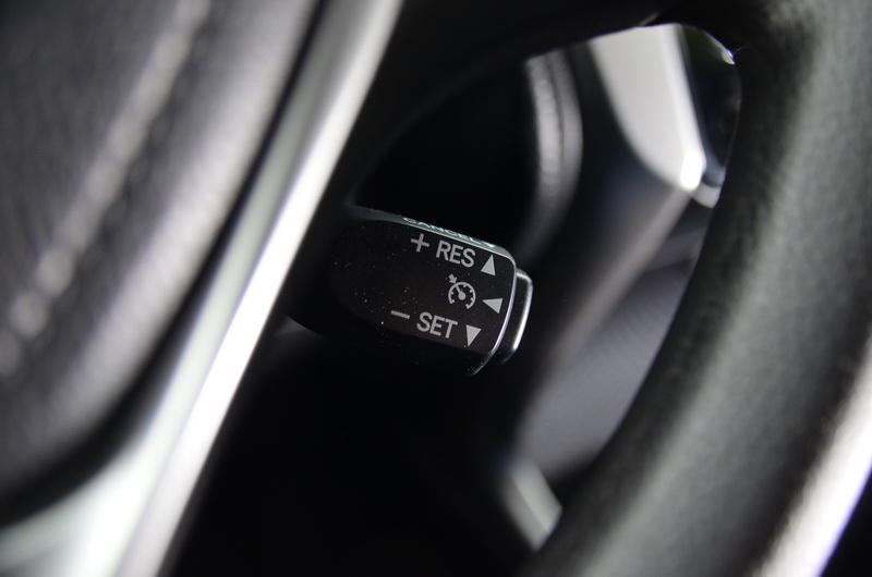 定速巡航系統則是豪華版的獨家配備