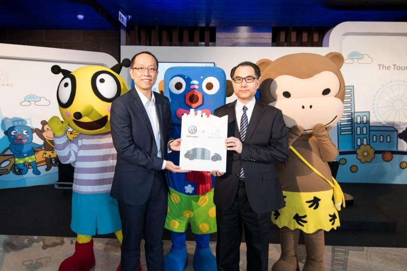 台灣福斯汽車市場行銷暨公共關係處長陳冠宇(左)與環華豐集團總經理吳聲怡(右),以「Carstel」再創體驗新猷