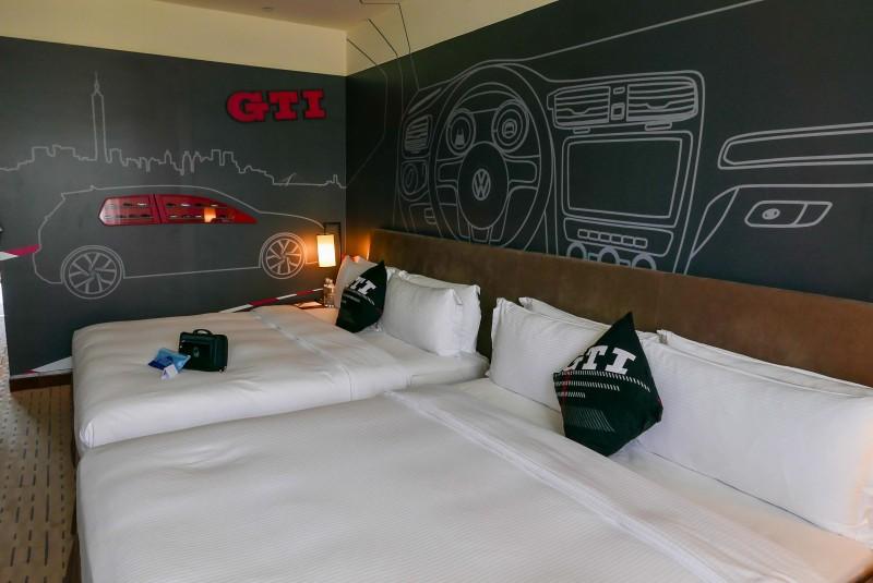 以經典鋼砲GTI設計的性能主題親子房,除展示Volkswagen原廠模型車,且享有Volkswagen專屬住房刊物、專屬住房備品、專屬電視頻道等Volkswagen原廠專屬精品。