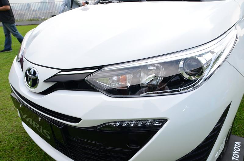 鷹眼型頭燈讓車頭面容更顯犀利