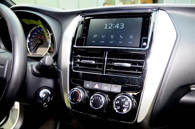 中控台導入觸控螢幕與鋼琴漆面飾板,整體質感提升不少