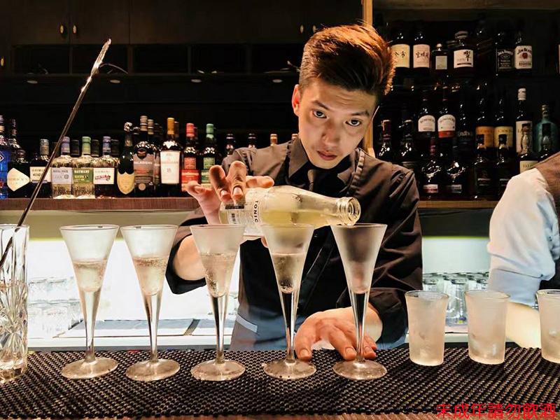 店內創意酒單皆由曾獲得2012 Hong Kong Ungava Gin Cocktail Competition冠軍的總顧問調酒師Leo設計。