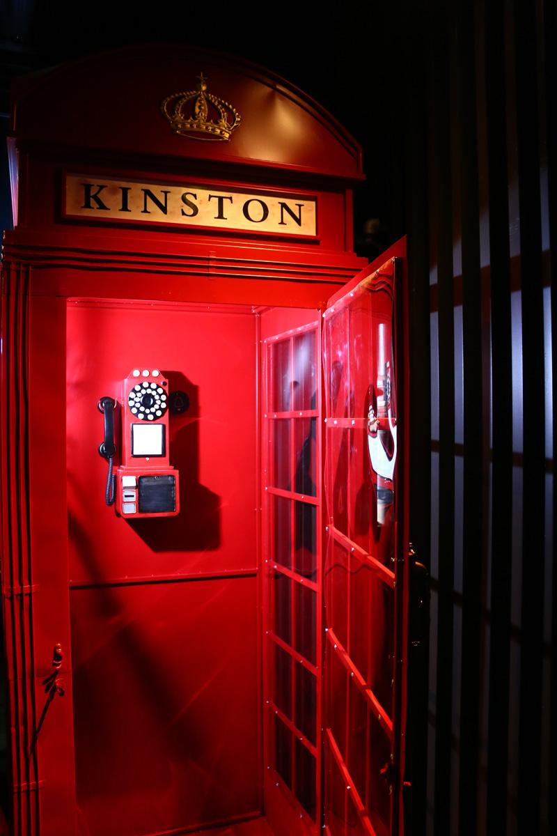 店門口的英式電話亭已成為熱門拍照打卡景點。
