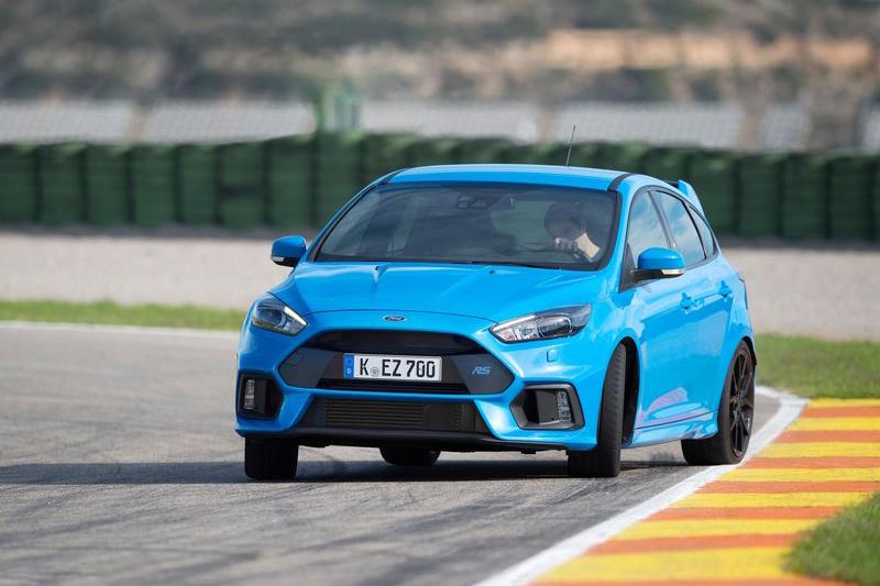 Ford Focus RS則以更圓融和諧的動態表現取勝。