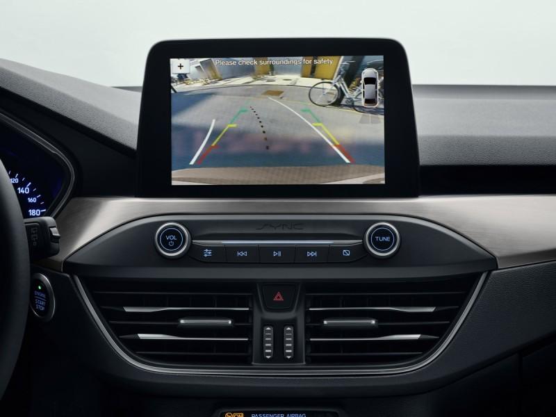 觸控螢幕跟控台造型還是讓然覺得很眼熟啊,看來輔助系統都要從螢幕中操作