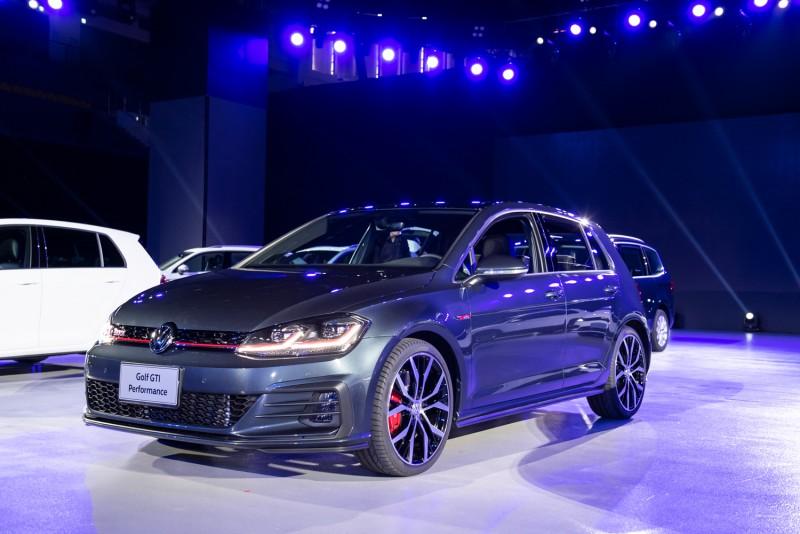 台灣福斯汽車正式發表Golf GTI Performance性能掀背鋼砲,坐擁專屬內外觀套件、245hp最大馬力、7速DSG自手排變速系統、專屬前軸電子液壓限滑差速器與MSB模組化安全駕駛系統等配備。