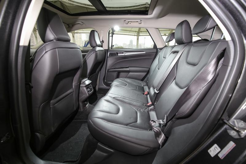寬敞的後座空間為Mondeo車系的優勢之一。